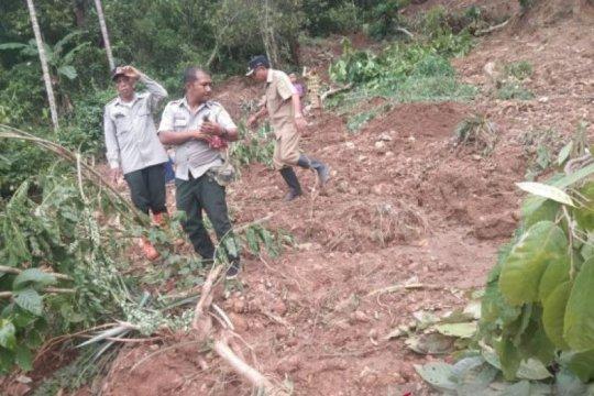 30 rambu di lokasi rawan longsor dipasang di Manggarai Barat-NTT