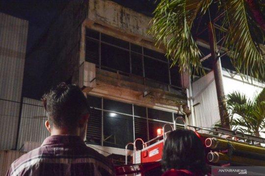 Dari tuntutan penyewa pusat belanja karena banjir hingga dua kebakaran