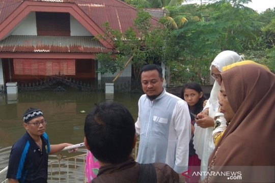 Banjir isolir ratusan kepala keluarga di Kabupaten Barru Sulsel