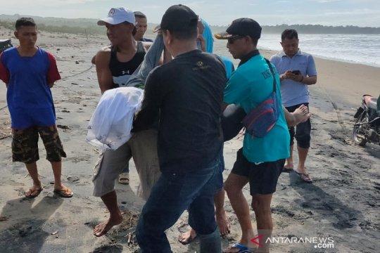 2 wisatawan tewas terseret ombak Pantai Cijeruk Garut