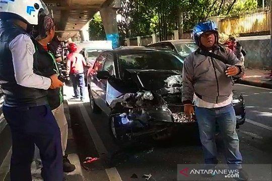 Tabrakan beruntun  Antasari akibat pengemudi kurang konsentrasi