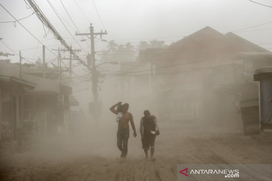 Gunung Taal di Filipina erupsi, warga dievakuasi