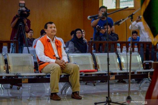 Sidang pemeriksaan terdakwa, Iwa Karniwa bantah terima suap Meikarta