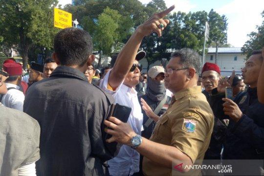 Massa pendukung Anies bubarkan diri jelang Maghrib