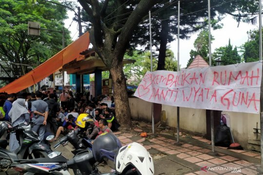 Disabilitas di Bandung terlantar setelah perubahan status panti