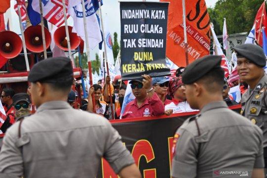Unjukrasa buruh tolak omnibus law lapangan kerja