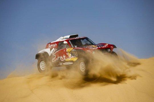 Sainz perlebar jarak saat para rival tersesat di etape 10 Dakar 2020