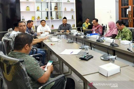 DPRD Gresik minta Dinkes tempatkan dokter spesialis di Pulau Bawean