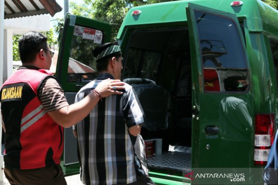 Kejari Mataram terima pelimpahan tersangka pungli pencairan dana desa