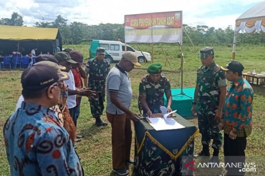 Masyarakat adat Keerom serahkan tanah kepada TNI melalui Korem 172/PWY
