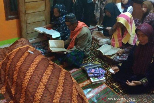 Ratusan warga iringi pemakaman TKW Sukabumi meninggal di Arab Saudi