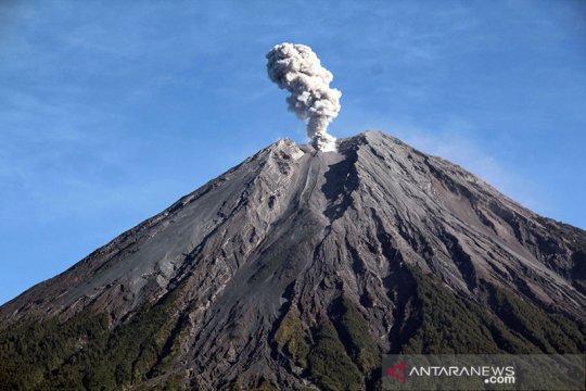 """Humaniora kemarin, dari """"Sunda Empire"""" hingga letusan Gunung Semeru"""