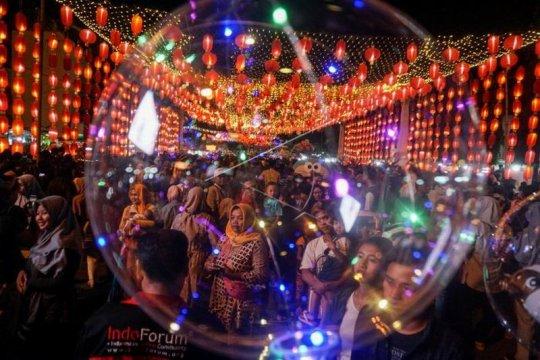 Lampion di kawasan Pasar Gede Solo Page 1 Small