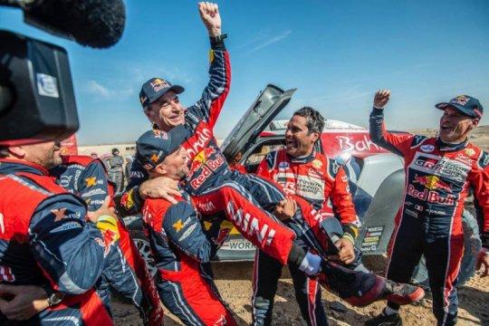 Sainz raih gelar ketiganya di Dakar