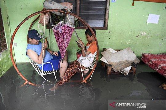 Siang hingga Minggu malam, hujan diprakirakan guyur Jakarta
