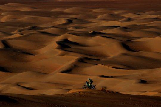 Pebalap Dakar dari Belanda Edwin Straver masih kritis