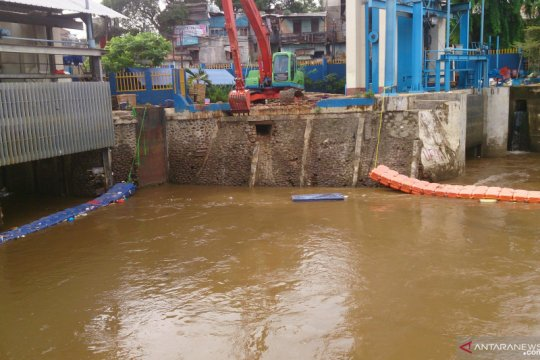 Hujan guyur Jakarta sejumlah pintu air berstatus siaga tiga