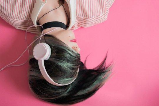 Kapan harus bersihkan pelantang telinga agar tak jadi sarang kuman?