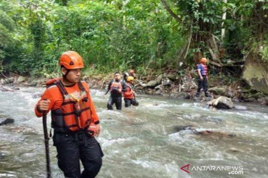 BPBD Kota Bogor mencari santri hanyut