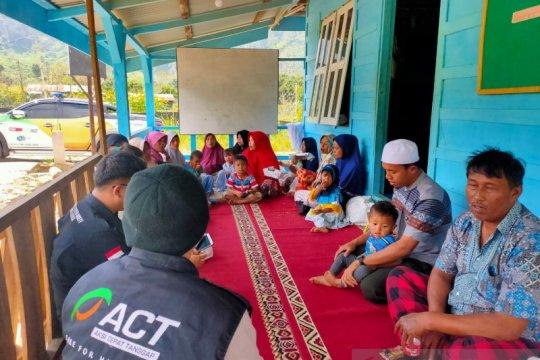 Kampung Mualaf mendapat bantuan paket makanan dari ACT Sumut