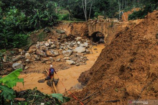 Menunggu pembangunan infrastruktur pascabanjir