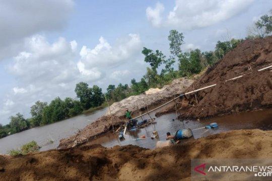 Pengusaha bantah sebagai pimpinan kartel pasir ilegal Bintan