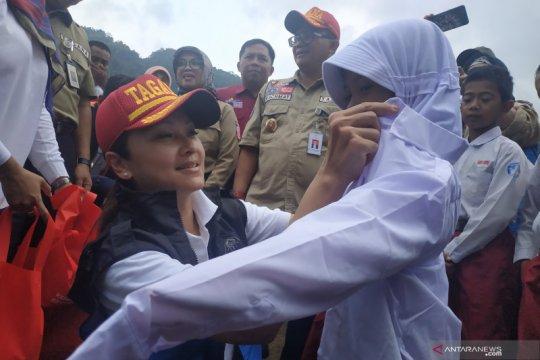 Istri Menteri Sosial semangati pelajar terdampak banjir di Lebak