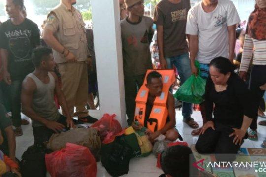 Tim SAR selamatkan 14 penumpang KM Risvin Pratama Sakti yang tenggelam