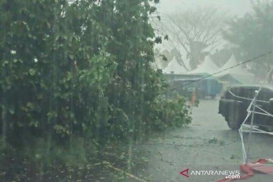 Angin kencang rusak tiga rumah di Kepulauan Seribu