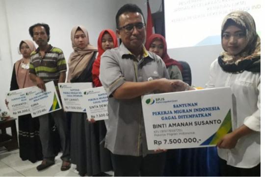 BP Jamsostek beri santunan kepada mantan pekerja migran Indonesia