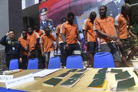 Kantor Imigrasi Jakarta Barat amankan 13 WNA