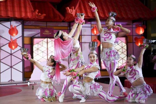 Pertunjukan akrobat dari China menyambut imlek