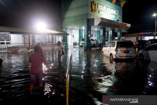 Banjir rendam RSUD Pekalongan