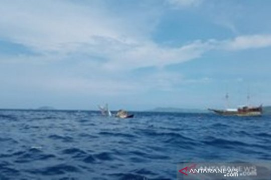 Kapal pinisi terbalik, wartawan cari keterangan pelengkap liputan