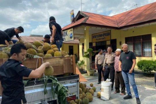 Kemarin, begal di Warteg Mamoka hingga ganja kering di truk durian