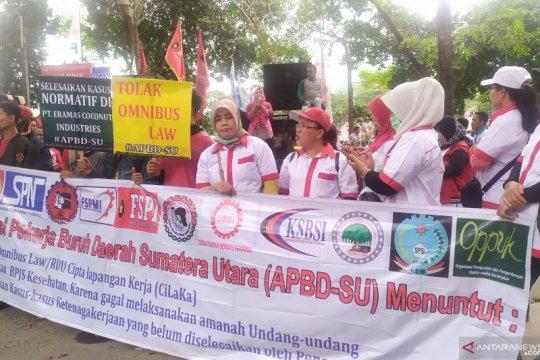 Sikapi Omnibus Law, ribuan buruh di Medan demonstrasi