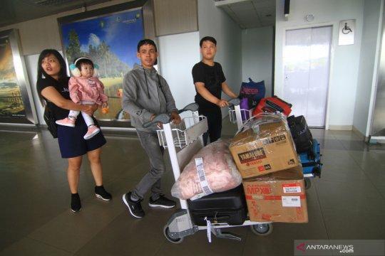 Arus mudik Imlek di Bandara Supadio