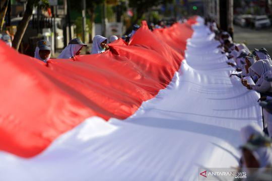 Kain Merah Putih 2300 meter
