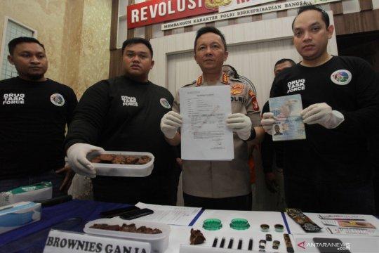 "Bawa ""brownies"" mengandung ganja,  polisi tangkap WNA Amerika"