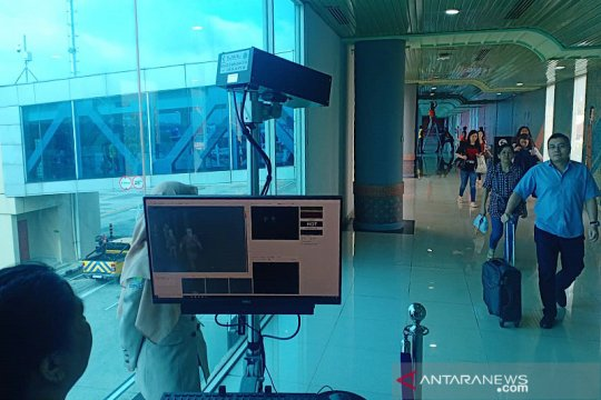 Petugas kesehatan awasi ketat kedatangan pesawat luar negeri