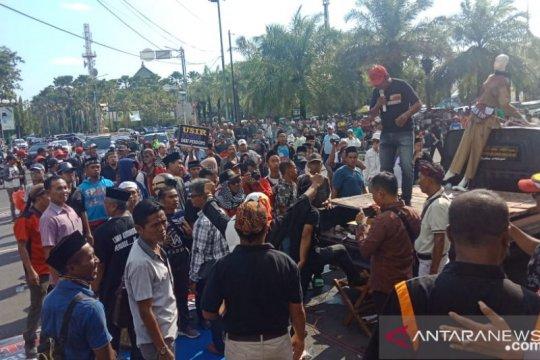 GRJ demo tuntut Bupati Jember mundur dari jabatannya
