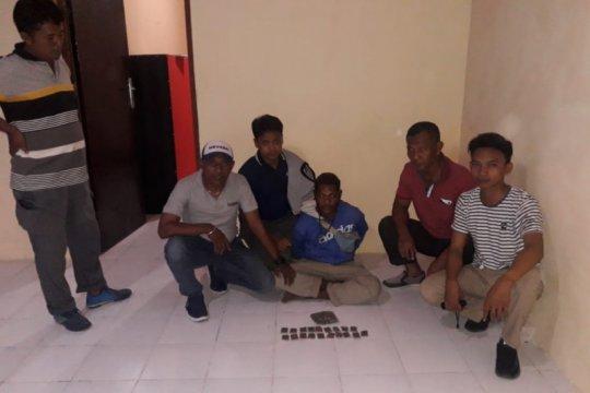Polisi tangkap pemuda pemilik ganja di Keerom