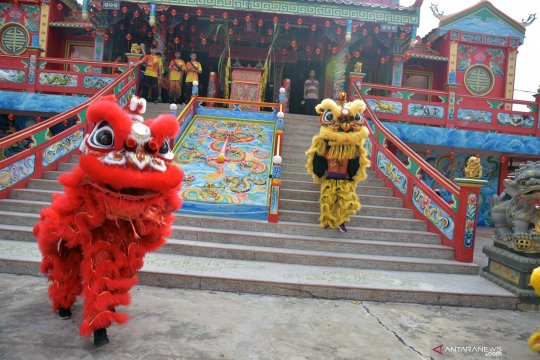 Pertunjukan barongsai di berbagai daerah untuk peringati Tahun Baru Imlek