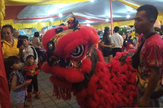 Atraksi barongsai meriahkan Imlek 2571 di Padang