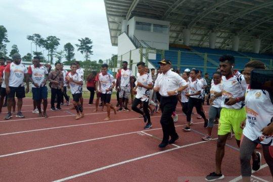 Menko PMK jajal lintasan atletik Mimika Sport Complex