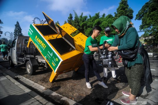 Warga Bandung inisiasi Gerakan Rampas Kantong Plastik
