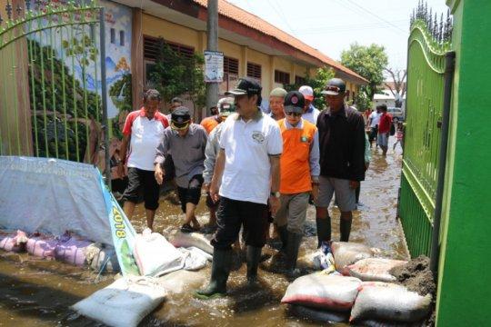 Pemkab Sidoarjo kerahkan pompa sedot banjir dua desa