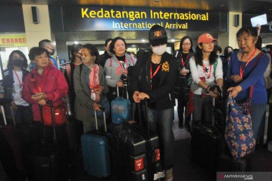 Pihak travel putuskan inapkan turis China di hotel hingga kepulangan