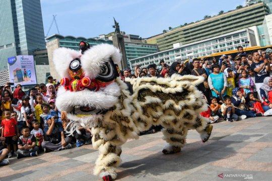 Pertunjukan Barongsai dan Liong di kawasan Hari Bebas Kendaraan Bermotor