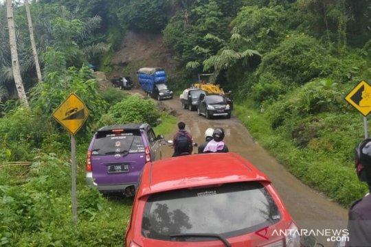 Jalan Raya Bandung-Cianjur sudah dapat dilalui normal